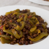 Chickpeas and roasted peppers stew