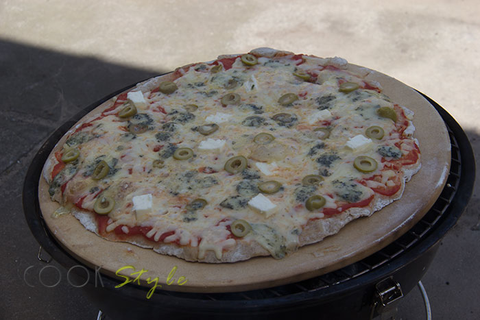 04 Pizza on the BBQ on a pizza stone