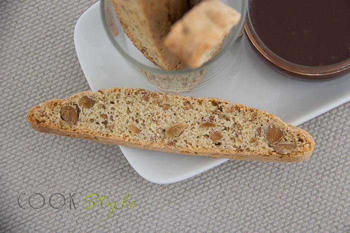 02 Biscotti with almonds and hazelnut flavour GGBO