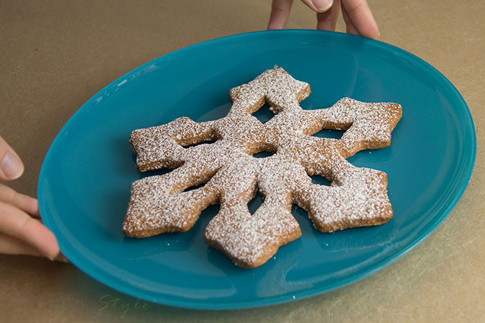01 Snowflake cookies with cinnamon