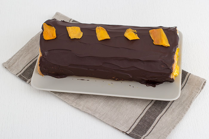 02-roulade-with-mango-and-chocolate