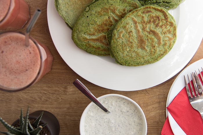 Spinach pancakes with cheese dip