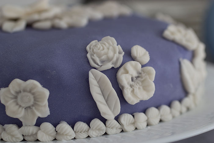Wedgwood Cake. Decorations on the edge