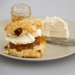 Sugar free scones with figs