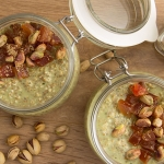 Matcha papaya overnight oats