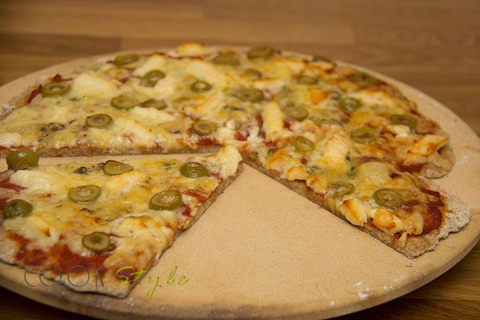 Halloumi pizza on pizza stone
