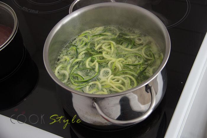 04 courgette pasta maker