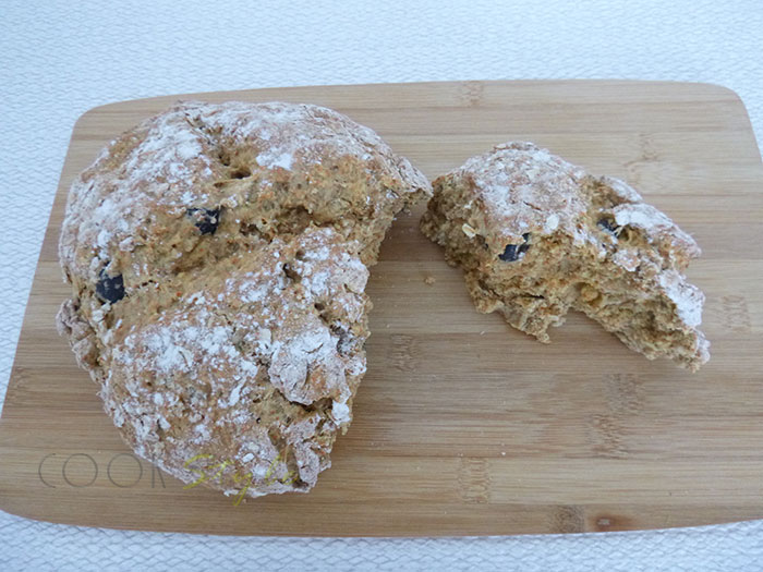 01 Soda Bread with olives and smoked paprika