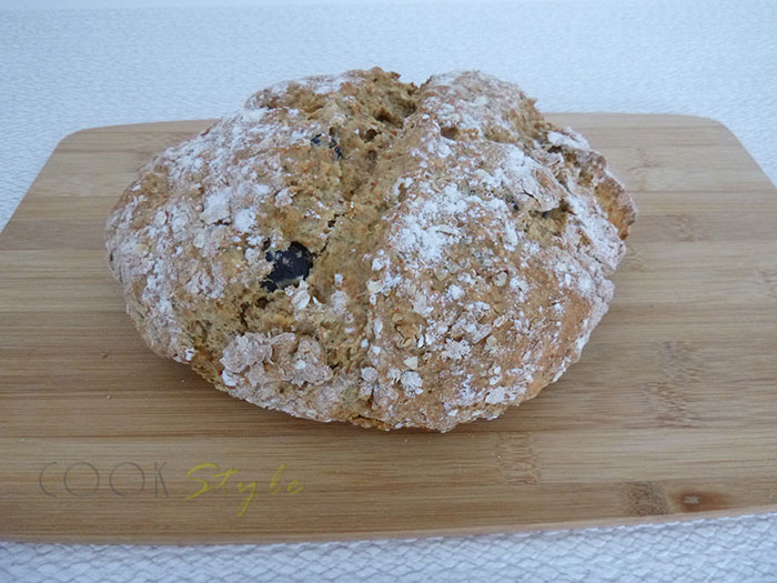 02 Soda Bread with olives and smoked paprika