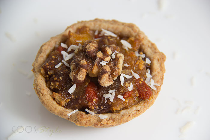 04 Vegan mince pies with pineapple, coconut and figs